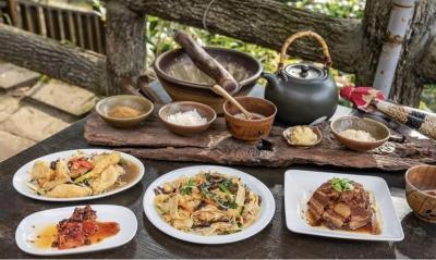 到客家庄,怎能沒喝擂茶和吃道地客家菜呢?